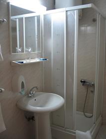 Vila San Vrnjačka banja kupatilo soba