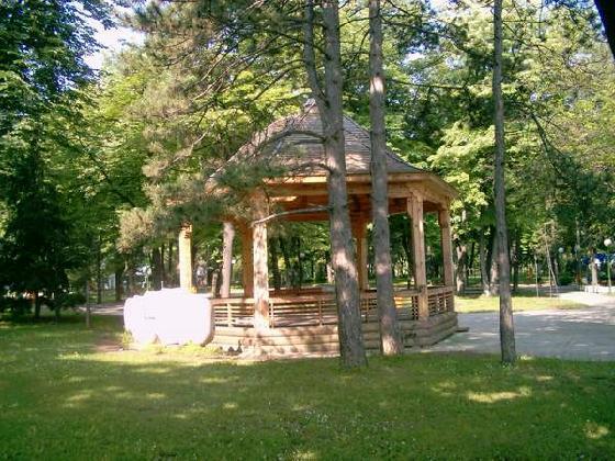 letnjikovac u parku Niška Banja